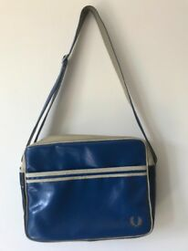 df8aa01f475 2016 Nike Air Mag tote bag and offspring x Nike vapormax posters for sale  £25. £25. Ad posted 21 days ago. Ben Sherman blue satchel