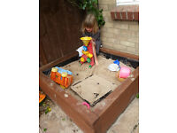 Sandpit in solid wood - with sand