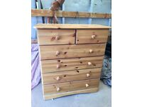 Pine Chest of Drawers in excellent condition