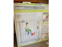 Lindam EasyFit Plus Deluxe Safety Gate