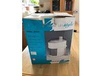 Hinari JEP311 Lifestyle Juice Extractor and Pulper, White