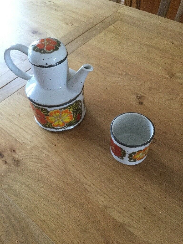 Midwinter coffee pot and sugar bowl