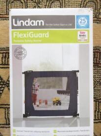 Lindam Flexiguard Portable Safety Barrier