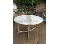 Round wooden garden table 4-6 seater
