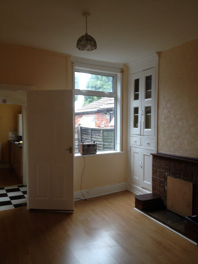 REGIONAL HOMES ARE PLEASED TO OFFER: NEWLY DECORATED 2 BEDROOM HOME, FARM ROAD, OLDBURY!!!