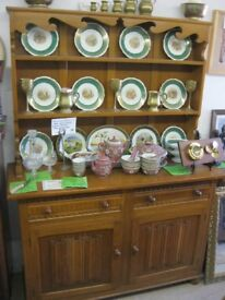 QUALITY SOLID LIGHT OAK WELSH DRESSER. TOP DETACHABLE. ORNATE FASCIA. VIEWING/DELIVERY AVAILABLE