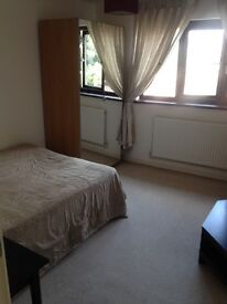 2 LARGE DOUBLE ROOMS AVAILABLE IN A 3 BEDROOM HOUSE