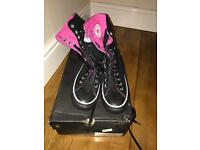 Women's size 7 high top converse/trainer/shoe