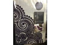 Double Size Complete set ( 1 Duvet Cover, 2 pillow cases, 1 fitted sheet)