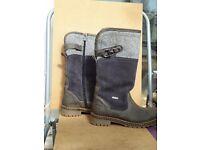 Ladies waterproof winter boots size 5
