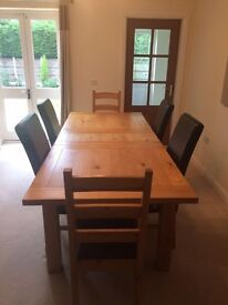 Solid oak extendable 6-8 seater dining table with leather chairs