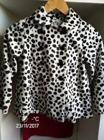 BLACK AND WHITE COAT PERFECT CONDITION AGE 6 .LOOKS LOVELY ON