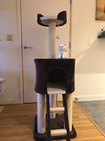 Three for your cat, very good condition,we can delivered to your house, delivery for free, 1,5m