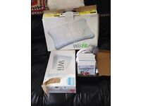 Nintendo wi package . Console , fit board and games