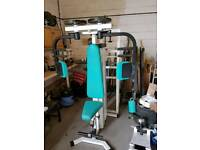 pec deck gym