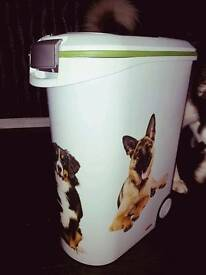Dog food canister