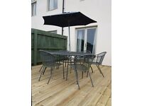 Gardern Table and 6 chairs with parasol.