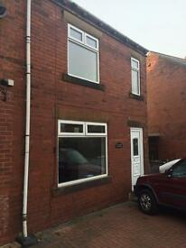 4 Bedroom House with large backgarden