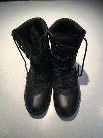 Army Boots size 9 Highlander hardly worn