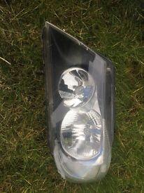 Passenger head light for e90 *broken*