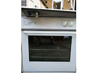 Kitchen oven, cooker and cooker hood