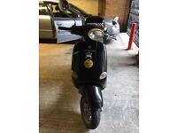 Vespa et4 125 in black with top box and long mot
