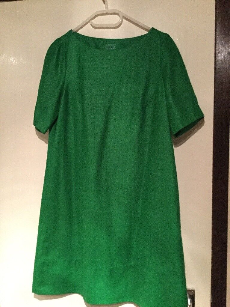 Stunning Ladies Green Hobb Dress-Stylish And Classic Design in Excellent Condition.