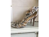 PAIR OF GOOD CONDITION GUESS HEELS SANDALS