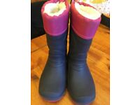Girls fleece / light up wellies sz 7-8