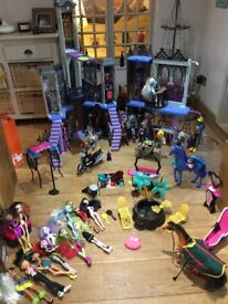 Monster High School, 29 dolls and accessories