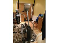 Cross Trainer - Elliptical Trainer eTrak TE900
