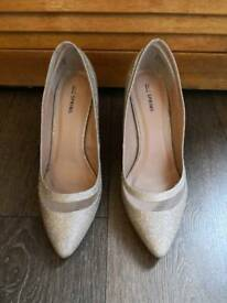 Wesding gold/silver heeled shoes new with free heel protectors