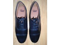 MENS BLACK LEATHER CLARKS SHOES - BEESTON CAP SIZE UK 11 (H) - NEW WITH BOX