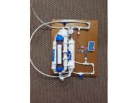 4 DI STAGE PORTABLE REVERSE OSMOSIS WATER FILTRATION SYSTEM, TDS METER AND WATER PRESSURE GAUGE.