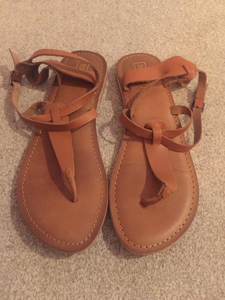b718c5cea663 Tan Topshop Sandals - Size 6