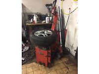Corghi tyre machine read description