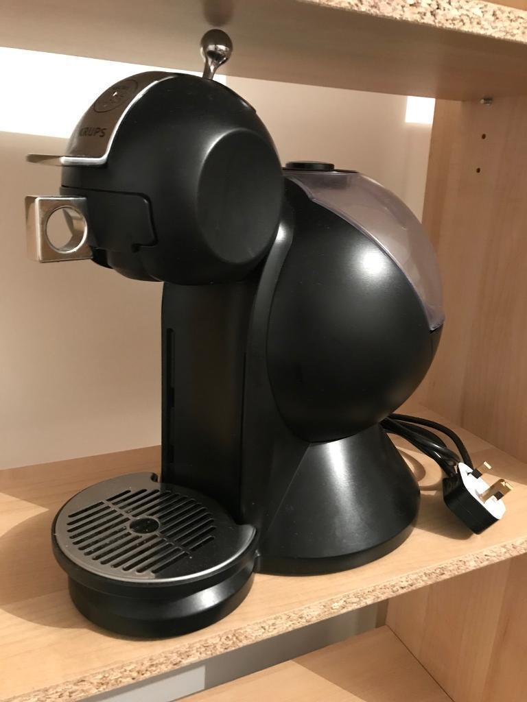 Nescafé Dolce Gusto Coffee Machine (Black)