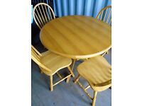 PINE FARMHOUSE ROUND TABLE & 4 CHAIRS FOR SALE.