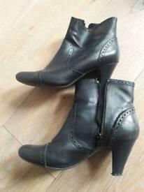 Ladies black shoes boots size 5 (5 1/2) clarks