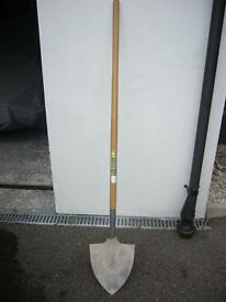 'Cornish' long-handled shovel
