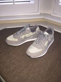 Nike Men Trainers Sport Shoes Grey Size 7 UK / 41 EU