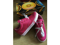 HEELYS Wheel Roller Skate Trainers - NEW IN BOX - SIZE 3 - -- Like ''VAN'S DAPS'' -- CAN DELIVER