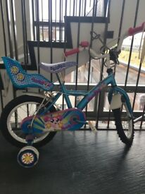 **CHILDREN'S BIKE WITH VARIOUS ACCESSORIES**