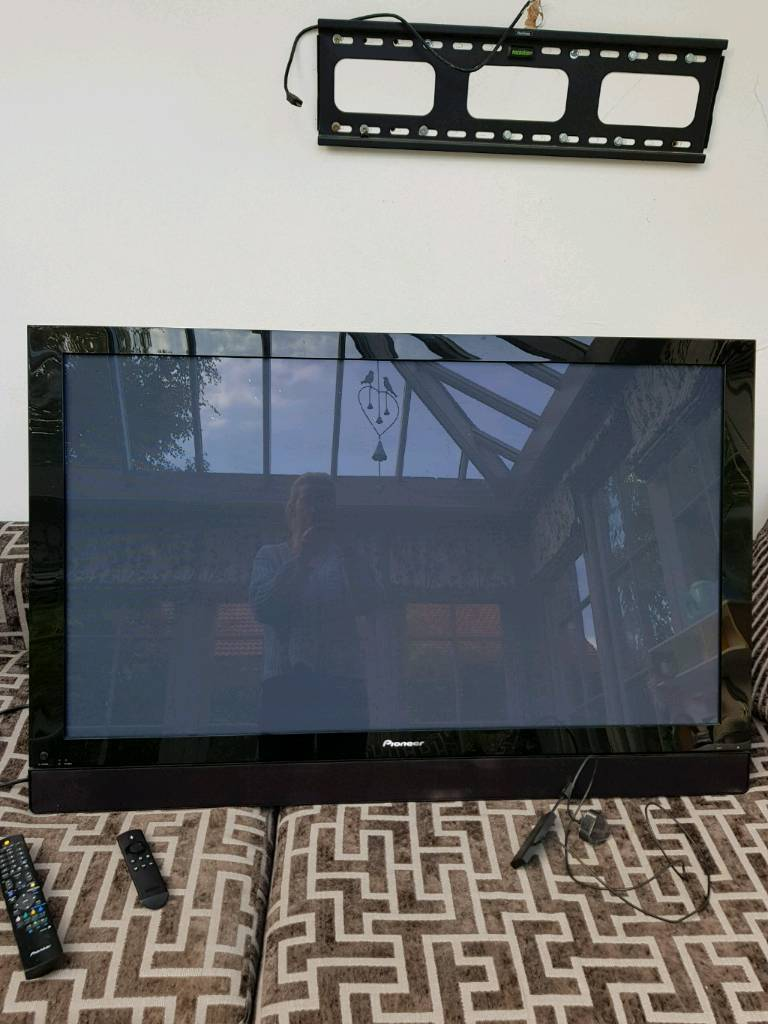 50 Inch Pioneer Plasma Tv Excellent Working Order With Remote And Of Display Includes Vonhaus Wall Bracket