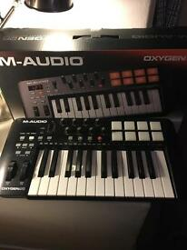MIDI Keyboard (Ableton included) - M-Audio Oxygen25