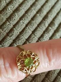 Fabulous nine carat gold size l m peridot ring