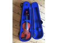 Kid's violin with case. Good used condition.