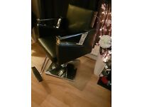 BARBERS - HAIRDRESSERS CHAIR IMMACULATE