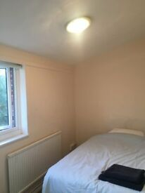 Single room available for Student in all female house