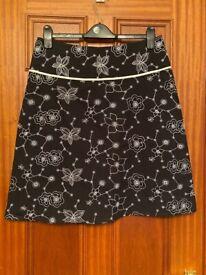 Amaranto Matalan Black / White Floral Skirt Size 14